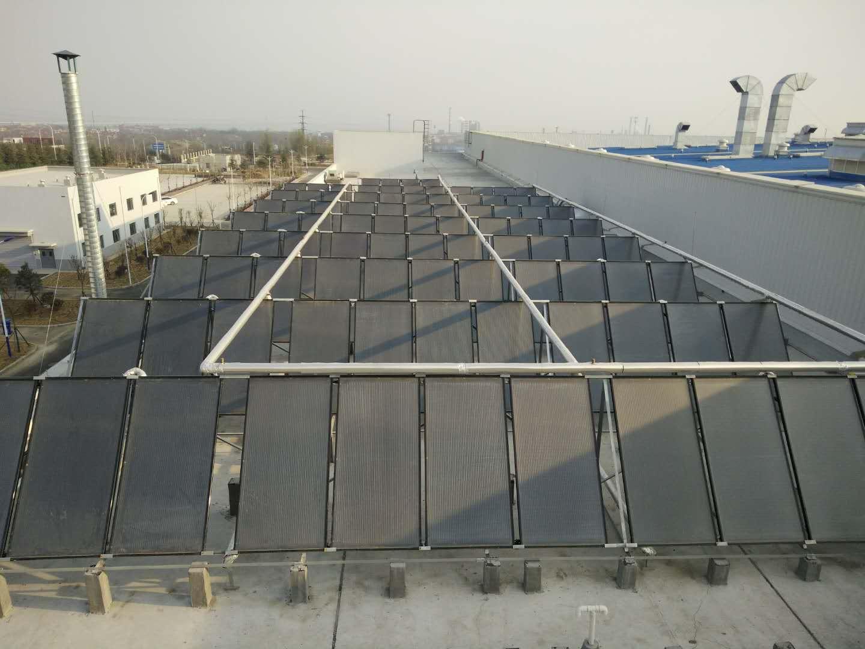 黄岛上汽新能源客车公司48吨超纯刚全流道集热器热水工程